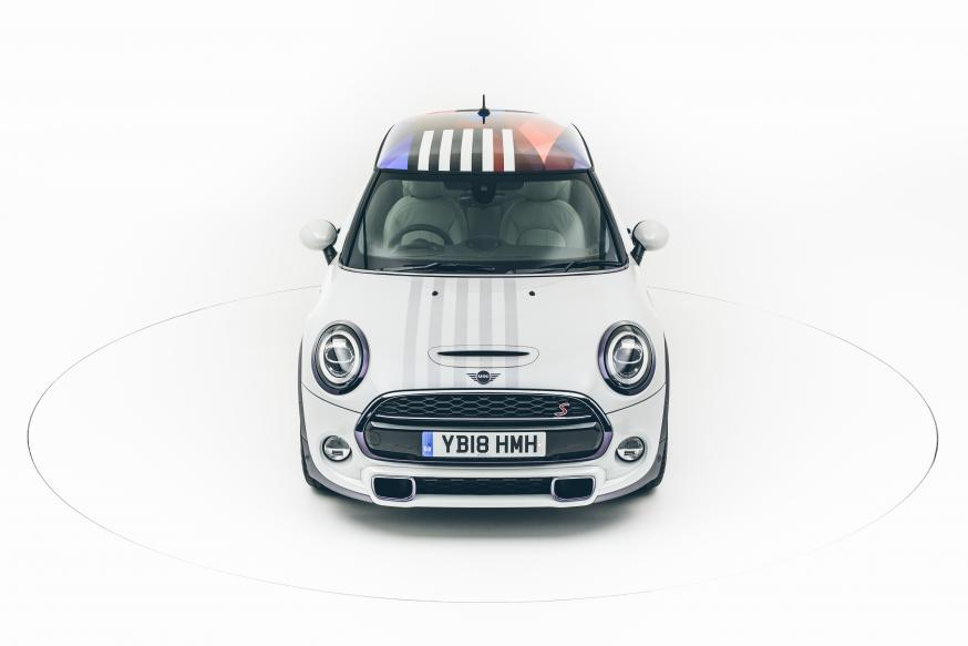 Dit is hem: de royal MINI voor Prins Harry en Meghan Markle